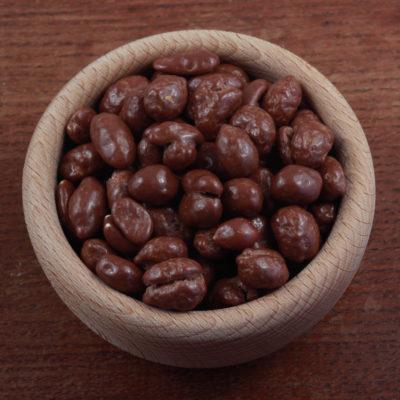 Mix arašídů a rozinek v mléčné čokoládě