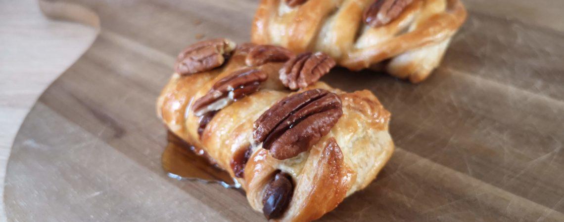 Pletence z listového těsta s čokoládovou náplní a pekanovými ořechy