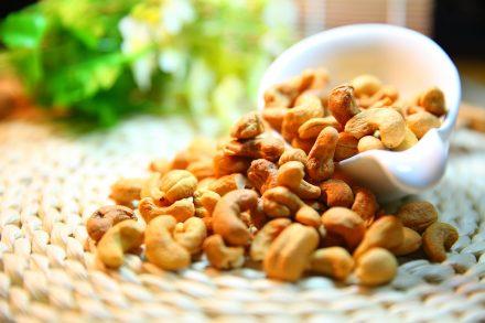 Kešu ořechy: Mají pozitivní vliv na zdraví a propadnout jejich chuti je snadné